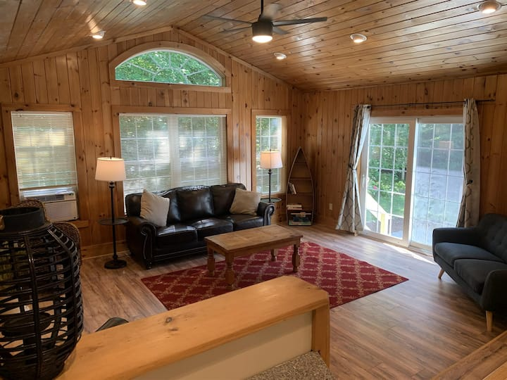 Hartley Lodge 4-Bedroom 2-Bath Rental House with access to Trickey Pond