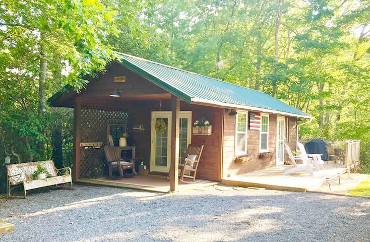 Smoky Mountain Farmhouse Cottage ♥ Getaway for 2 ♥