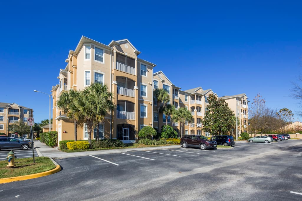 Bring along your family and stay at this fabulous and spacious condo that's just a couple of minutes walk from the clubhouse at the exclusive and popular Windsor Hills resort.