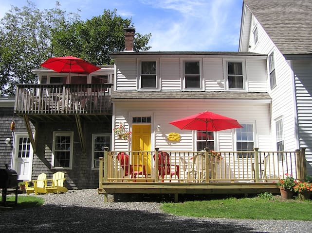 Elegant 3-Bed, 2-Bath Luxury Upstairs Apt. - Rockland - Lejlighed