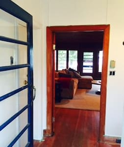Cozy Lakefront 4 Bedroom Cottage - Kirkfield
