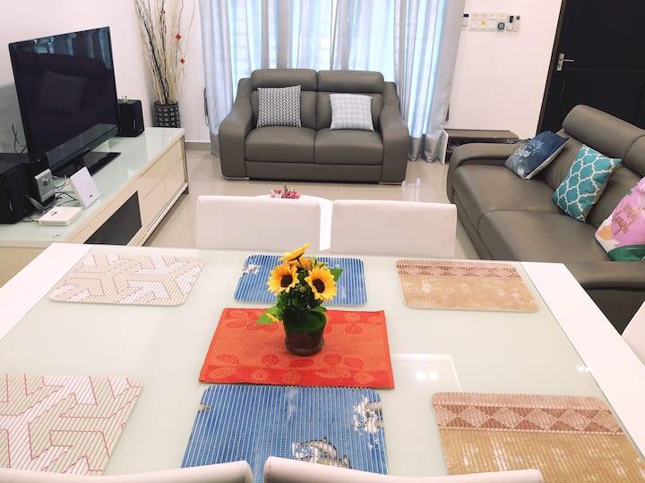 COZY Terrace House 4 ROOM 8-10PAX @BM ALMA JUSCO