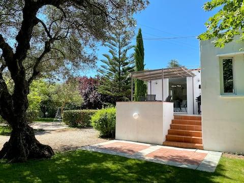 Crete Retreat, Olive tree Villa with pool, Chania