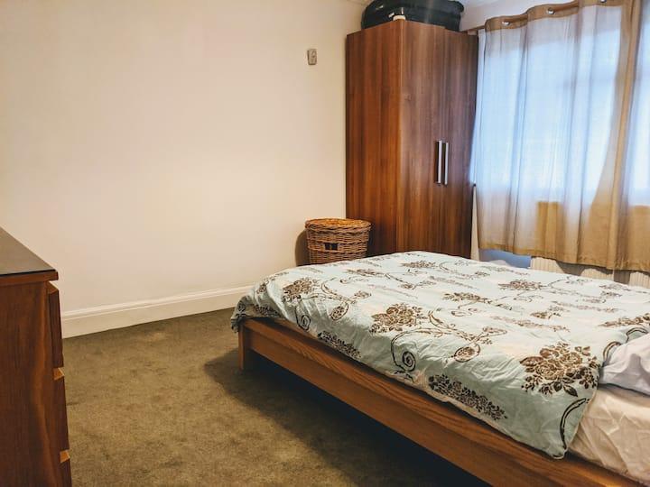 Spacious Double Bedroom in Elstree & Borehamwood