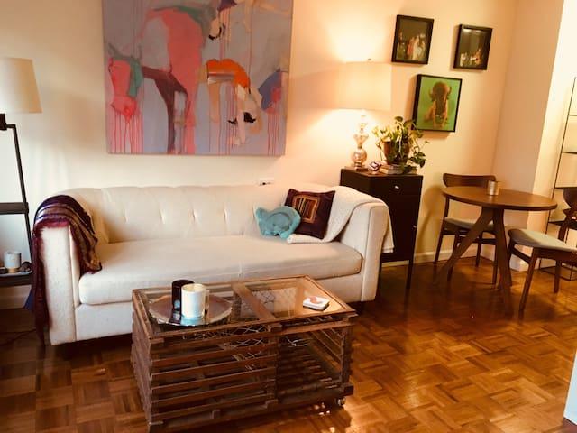 Fabulous, Spacious Studio by CP. An Artful Retreat