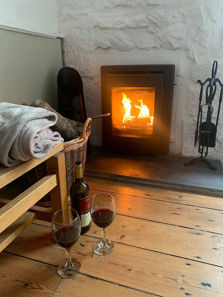 Cosy Newlyn Cornish fisherman's cottage
