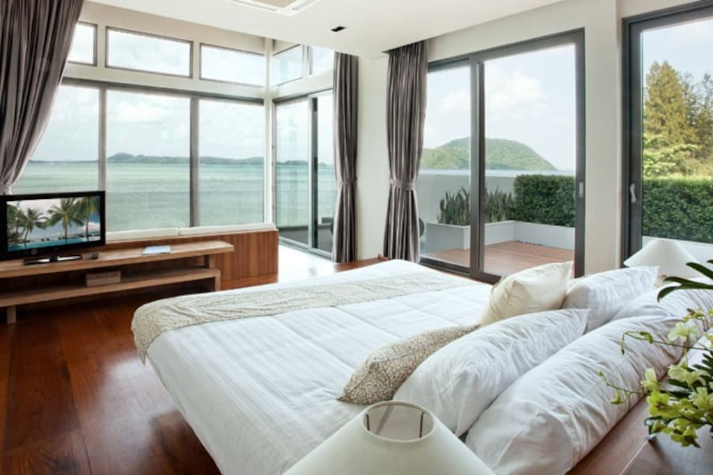 Guest suite with panoramic sea view