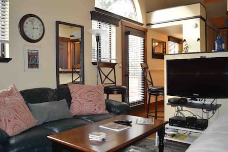 Sunriver Condo Eco clean, Pool, Hot Tub @ WiFi