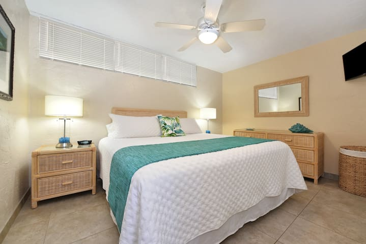 Slumber in new king size bed with premium linens. Soft & firm pillows