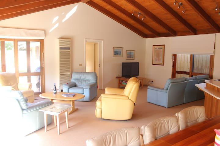 Point Lonsdale 4 bdrm Beach House in Old Lonnie