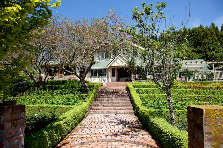 Wakefields Lodge Luxury B&B - Palmerston North