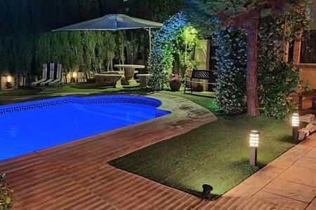 Casa Axier Chalet con Piscina y Jardín