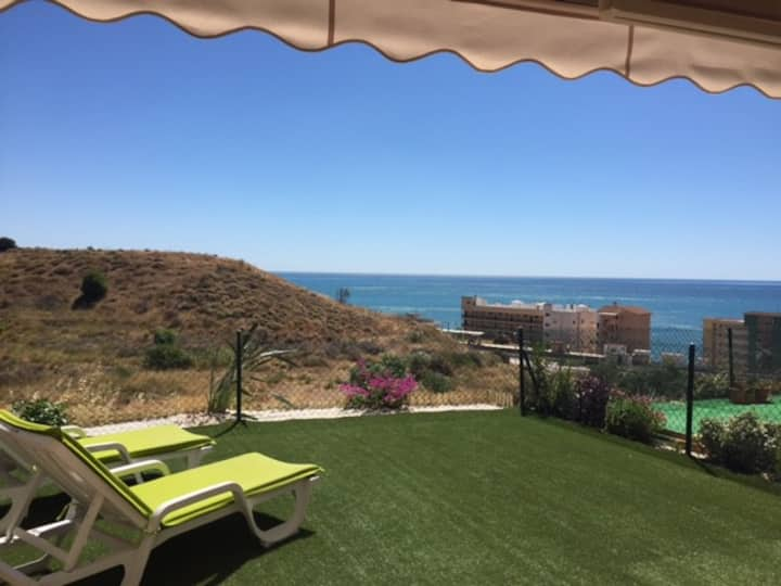 Garden apartment with sea view in Fuengirola