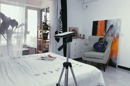 """""""一处静谧"""" 复古温馨小窝,独立公寓45平,拍照打卡,可做饭 可洗衣!"""
