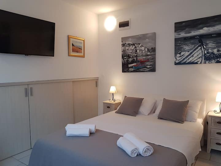 """STAY INN"" apartment near sea"