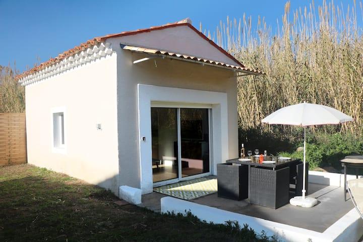 Petite maison dans cadre naturel, piscine, clim.