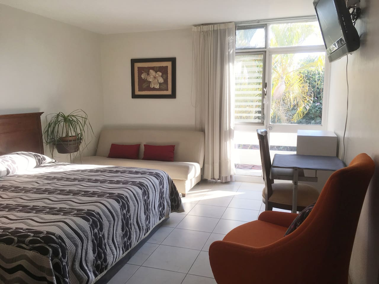 Suite -B- Amplios espacios, confortables sillones y mesa de trabajo