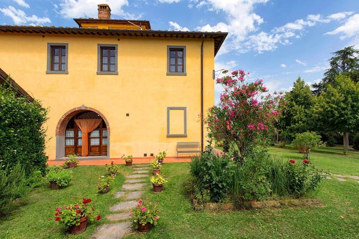Wonderful villa for 14 guests in the Tuscan countryside