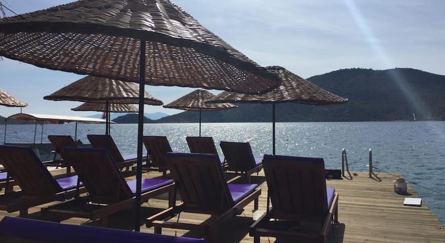 Bozburun'da denize sıfır manzaralı 1+1 odalar - Bozburun Belediyesi - Apartament