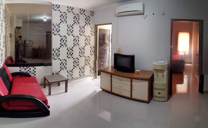 2BR APT - BESIDE MALL & EASY TAXI