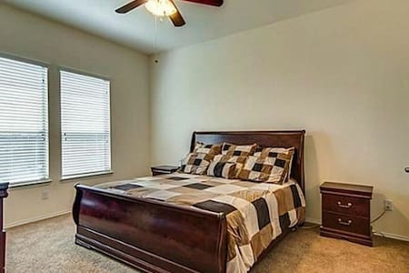 Speedway Nearby - King bed - Fort Worth - Rumah