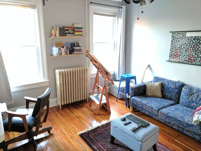 Cozy second floor near JHMI and Fells Point - Baltimore - House