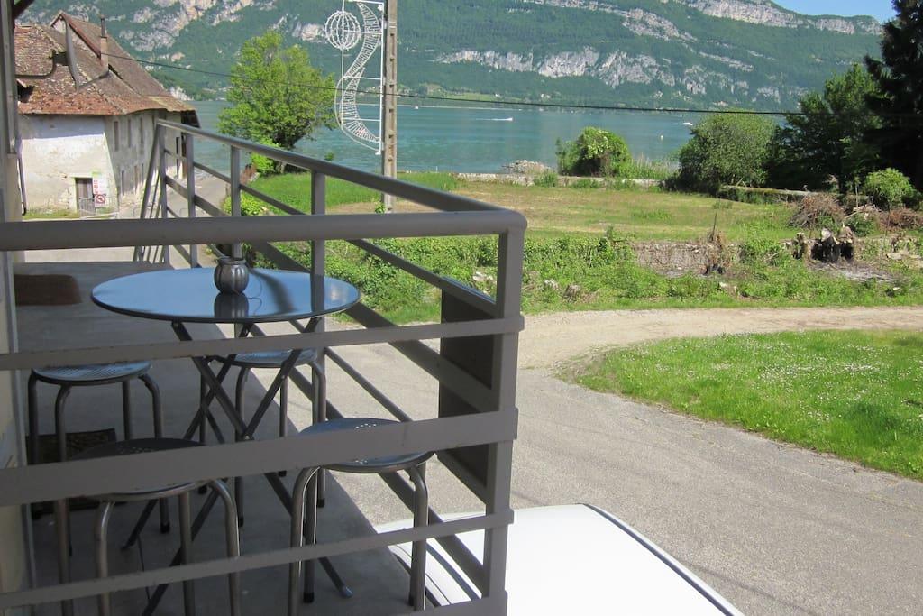 balcon avec vue sur lac