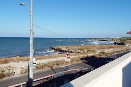 Appartamento in villa con terrazza sul mare - Torre Specchia Ruggeri - Casa de campo