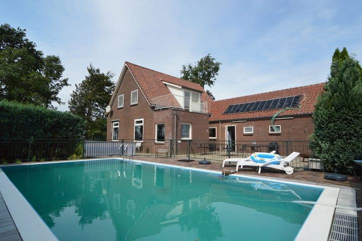 Heerlijke vrijstaande vakantiewoning met zwembad en vele recreatiefaciliteiten