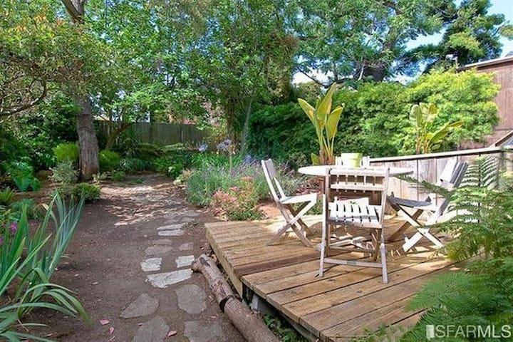 Private Studio with Backyard - San Francisco - Apartment