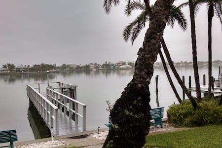 Malyn108 Waterfront Condo w/ docks - Treasure Island - Selveierleilighet