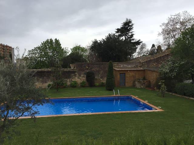 Apartamento céntrico con piscina