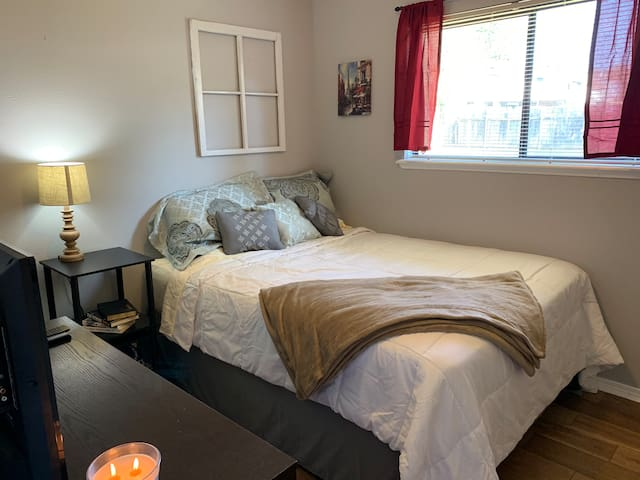 Cozy Private Queen Bed/Bath in Shreveport!!