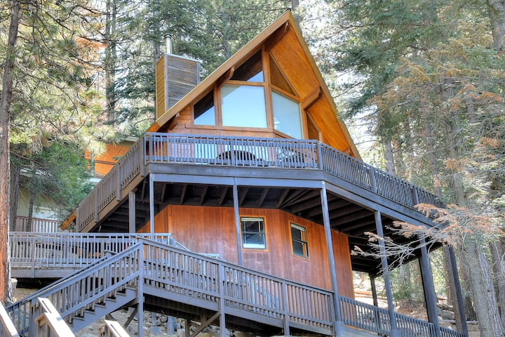 Tree Tops Cabin, excellent views!