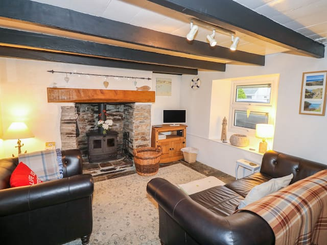 TRELENGEL, pet friendly, with open fire in Delabole, Ref 925629