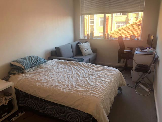 Private and affordable room in St Kilda