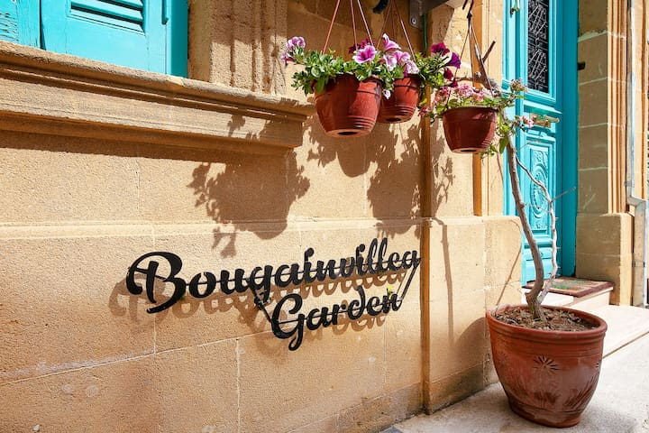 Bougainvillea Garden Guest House - Prince Room