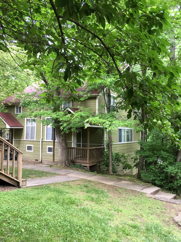 Quaint Condo in the Heart of Fayetteville.