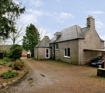 EXECUTIVE TRADITIOANAL DETACHED GRANITE VILLA - Aberdeenshire - Casa