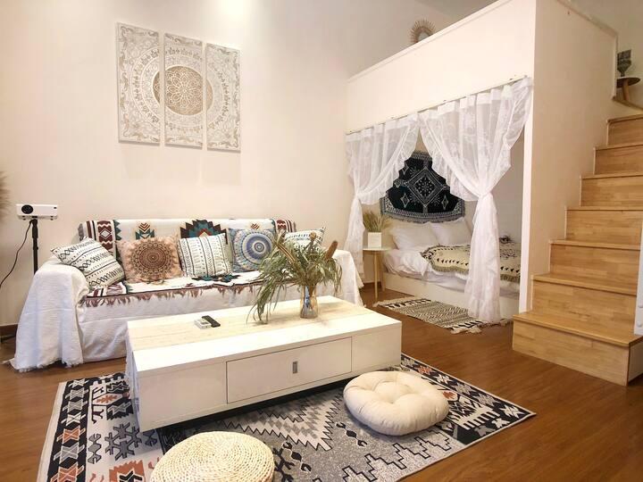 有暖气!摩洛哥Loft复式·双床·4K巨幕投影·影院·轰趴·区政府·大学城·沃尔玛商圈·中医院·温泉