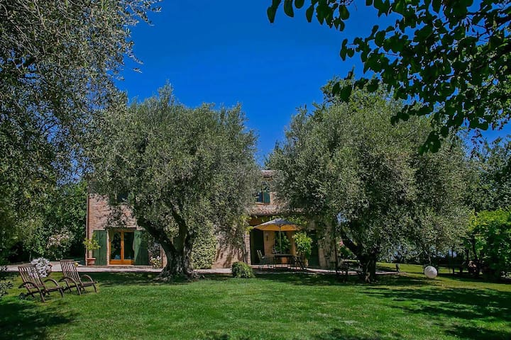 Villa with private swimming pool in the hills, near the sea, panoramic view