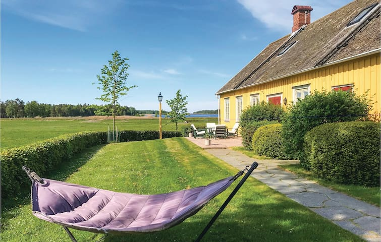 Holiday cottage with 4 bedrooms on 215m² in Mariestad