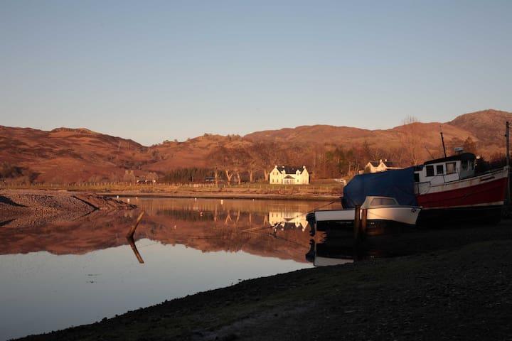 House overlooking the sea to Skye