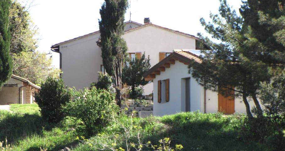 Ai Cipressi BB Country House Urbino - Urbino - Hus