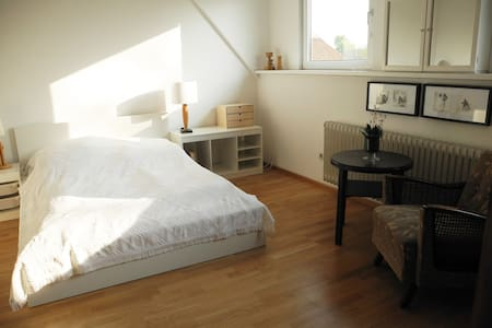 Gemütliche 3-Zimmer-Wohnung - Isernhagen - Apartamento