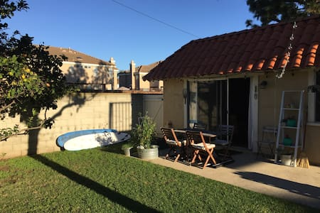 Two bedroom private cottage in Costa Mesa/Newport - 코스타 메사(Costa Mesa)