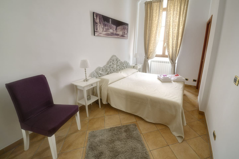 Stanza Matrimoniale con bagno interno - 1st Double Bedroom with bath inside