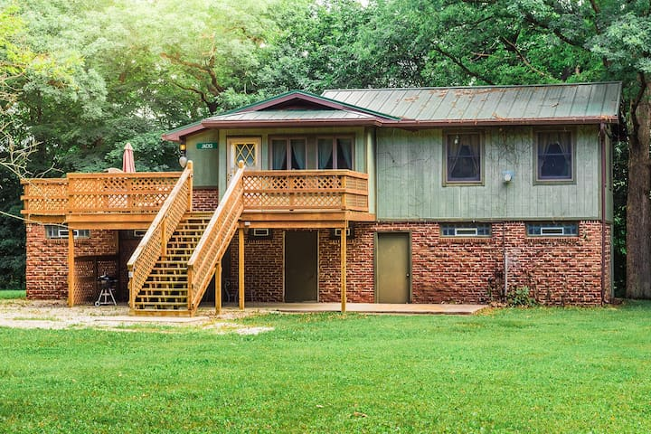 Kishauwau's Starved Rock Area Cabins -  Romantic  (Jack's Deluxe) Whirlpool cabin for 2
