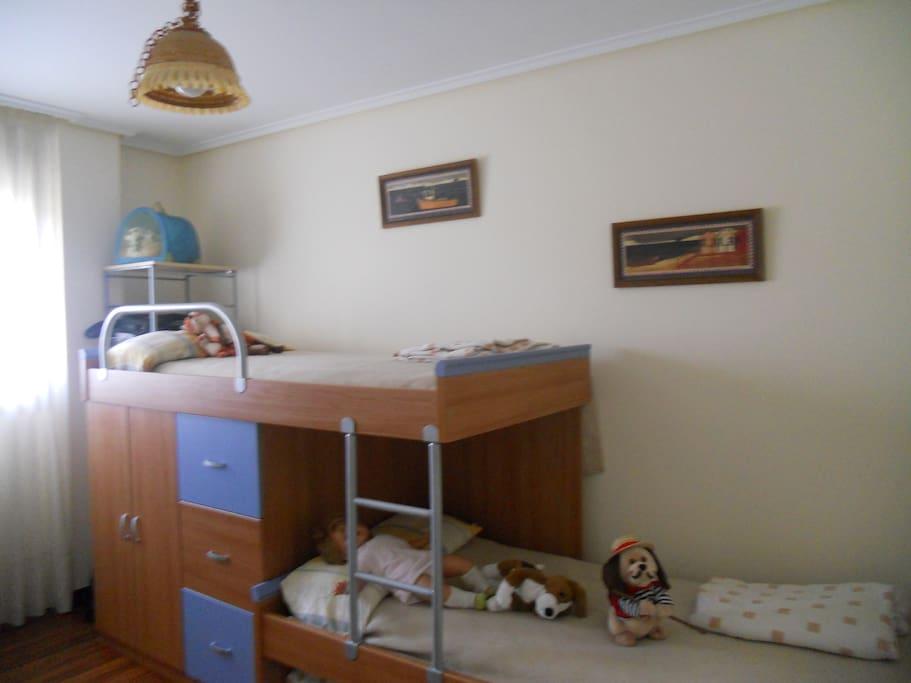 Segunda habitación con tres camas