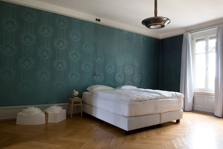 B&B Fleury's, Blaues Zimmer - Bern - Bed & Breakfast